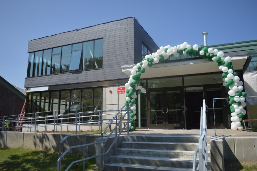 Students receive a special welcome to the opening of the Hastings Center. Photo by Caroline Ellervik 18.