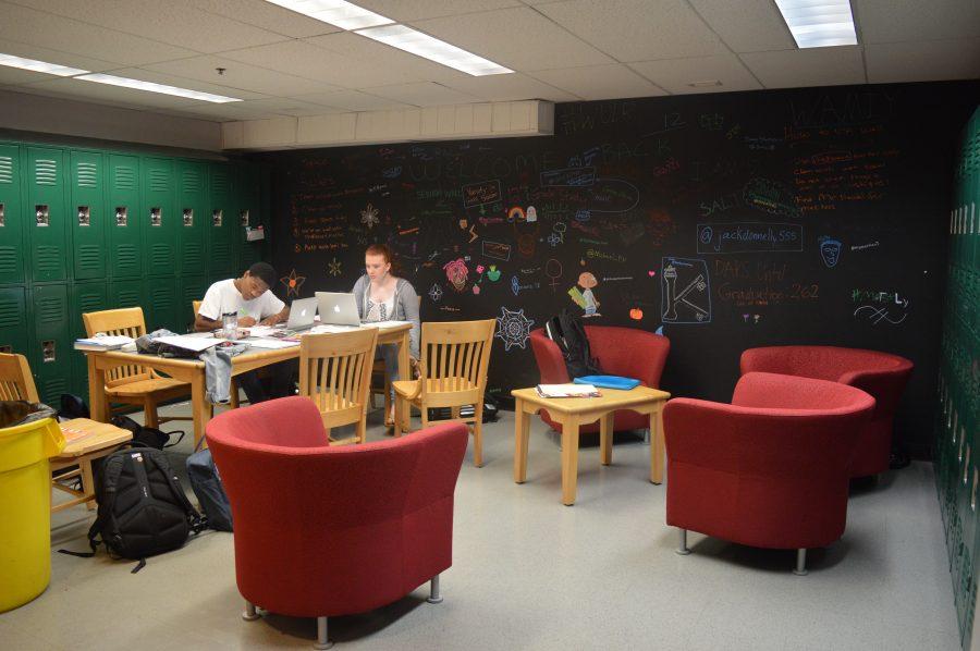 Seniors+enjoy+their+new+hangout+space.++Photo+by+Caroline+Ellervik+18.+