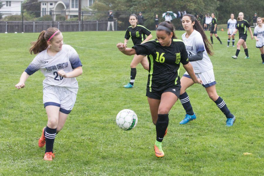 V.+Soccer+Teams+Earn+NEPSAC+Bids