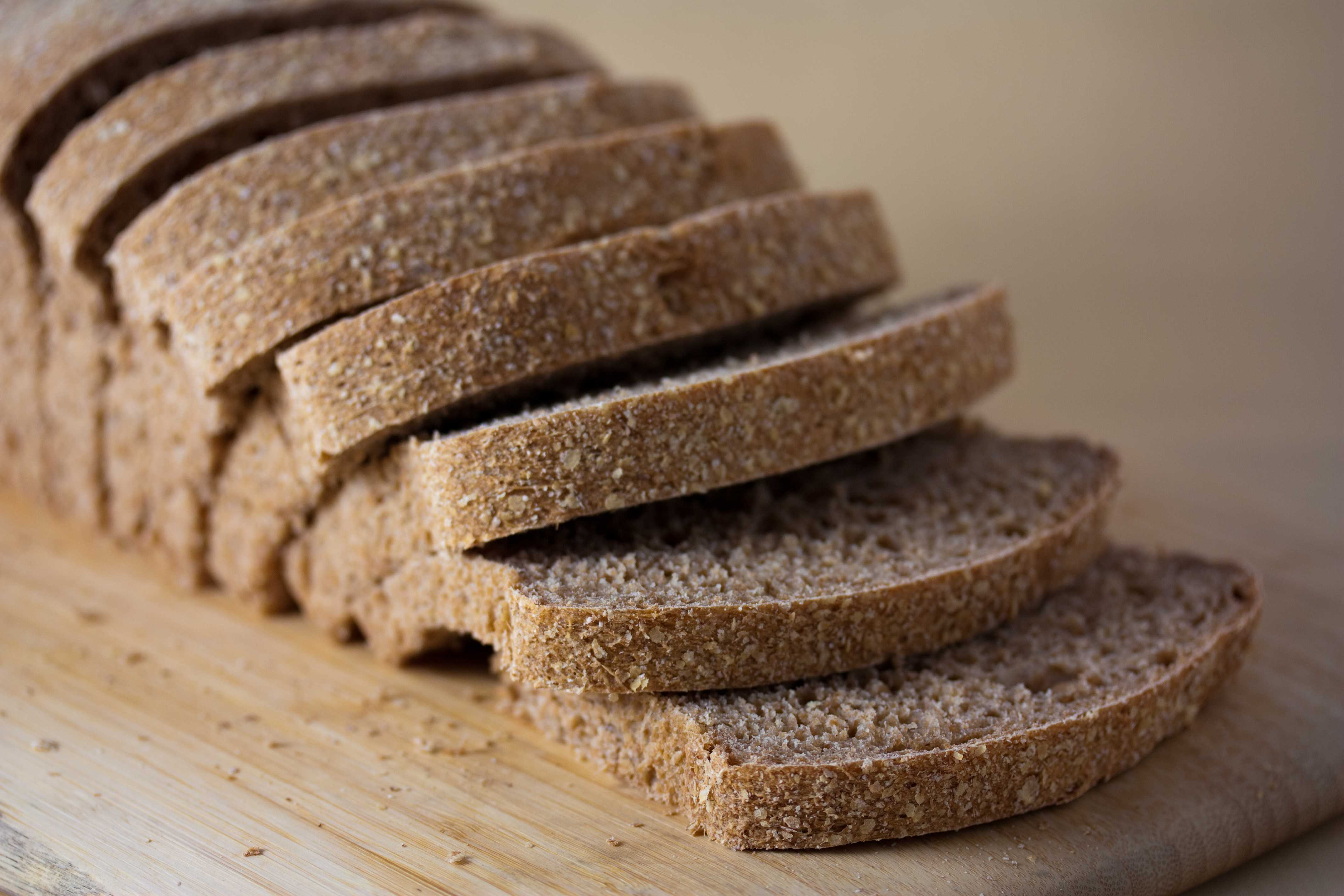 Vegan_no-knead_whole_wheat_bread_loaf,_sliced,_September_2010
