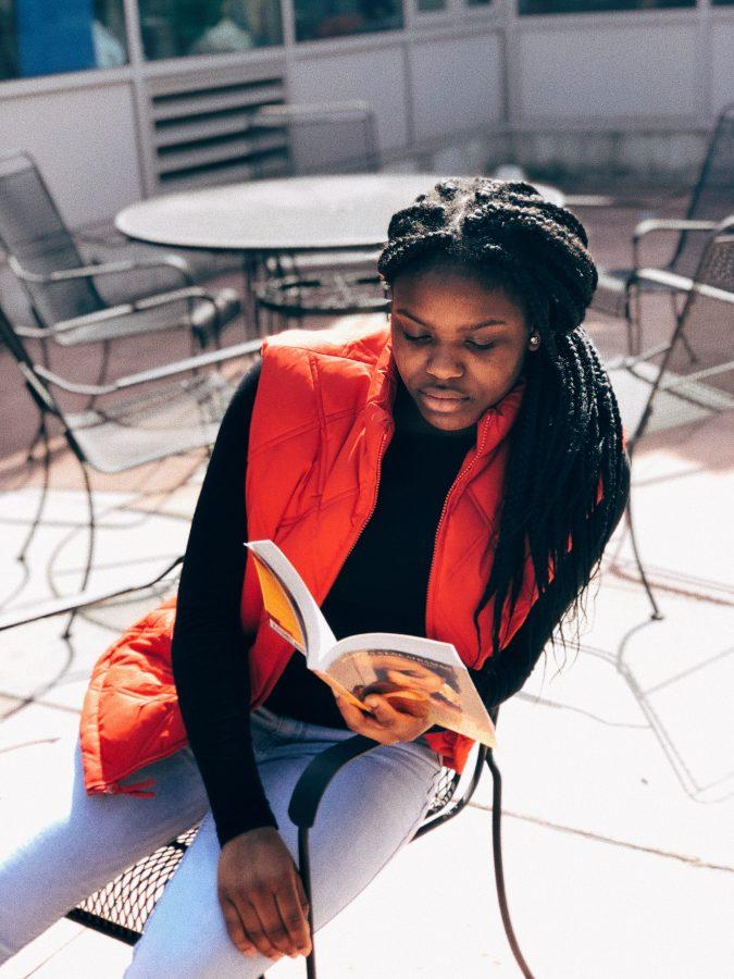 Ayanna+Jefferson+22+reads+outside+of+the+learning+commons.+