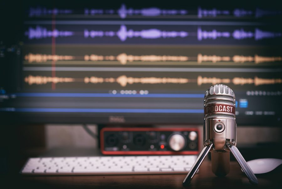 microphone+with+a+podcast+icon+on+a+table