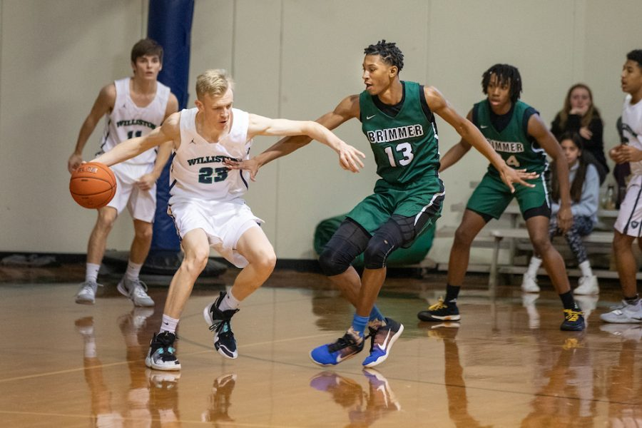 Gianni+Thompson+21+plays+defense+during+a+game+last+year+.+Photo+by+David+Barron.+