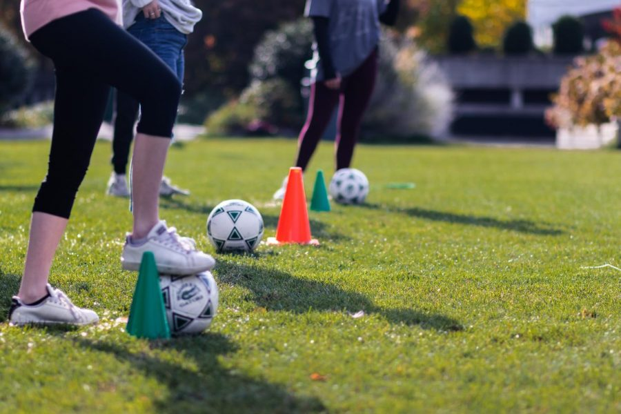 Students+play+soccer+for+the+Green+and+White+teams.